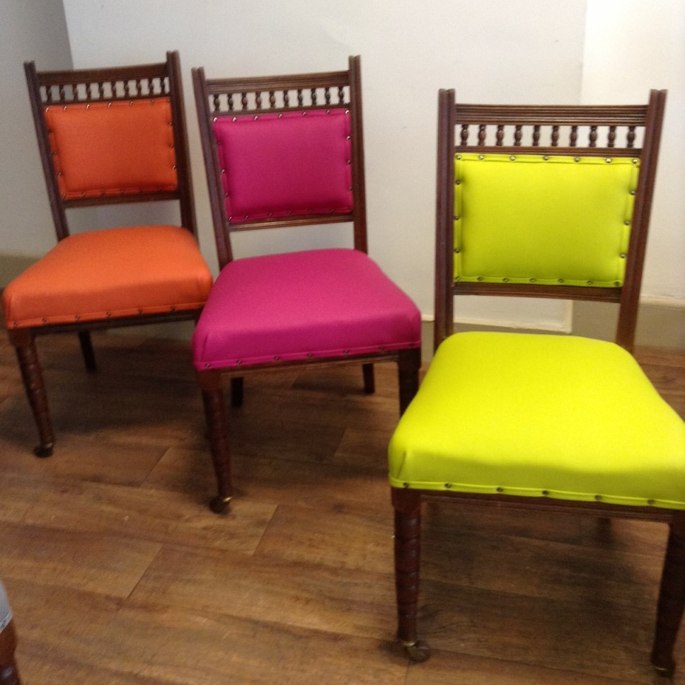 how much does it cost to reupholster a chair