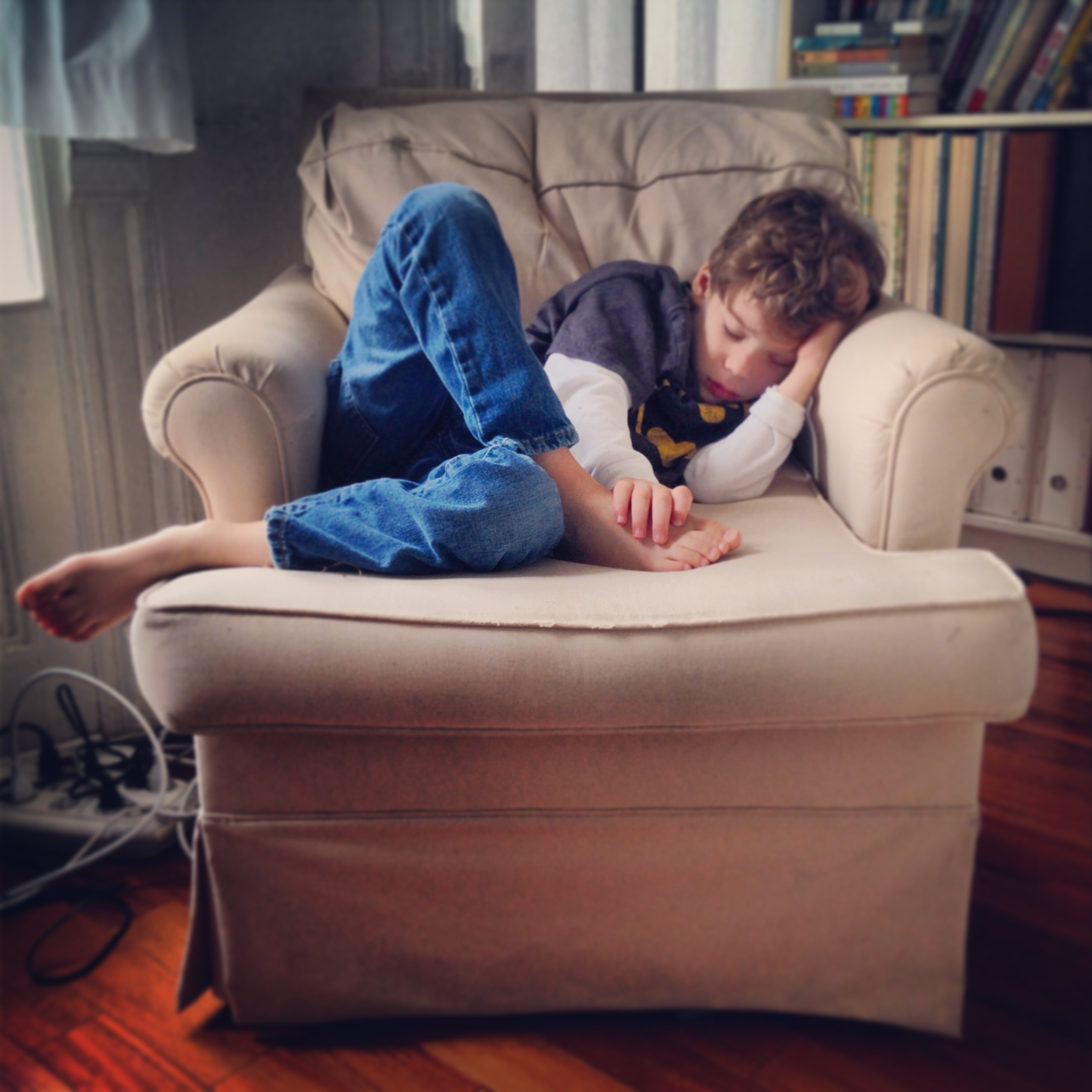kids sleep chair leo