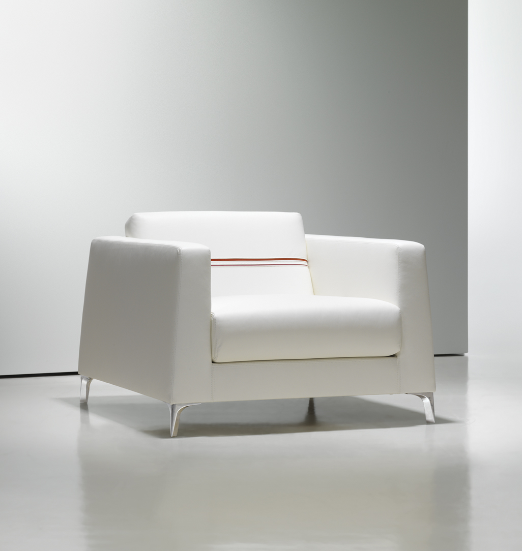 Charmant White Lounge Chair